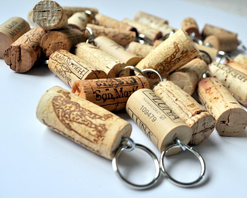 พวงกุญแจจากไม้ก๊อก