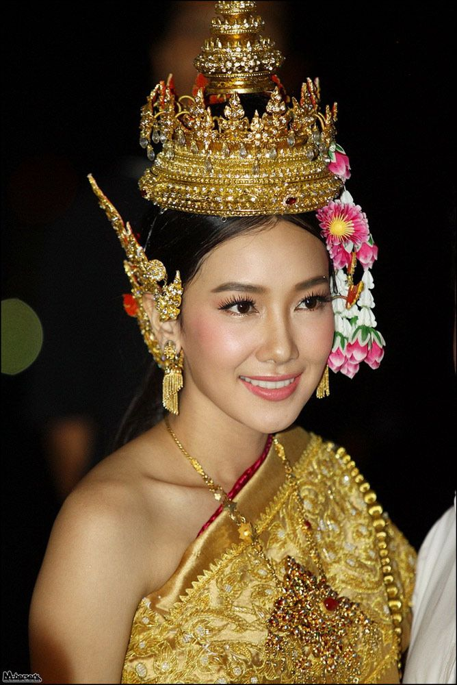 แต่งหน้าสาวไทย