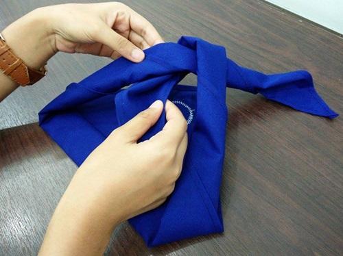 สอนผูกผ้าพันคอยุวกาชาด