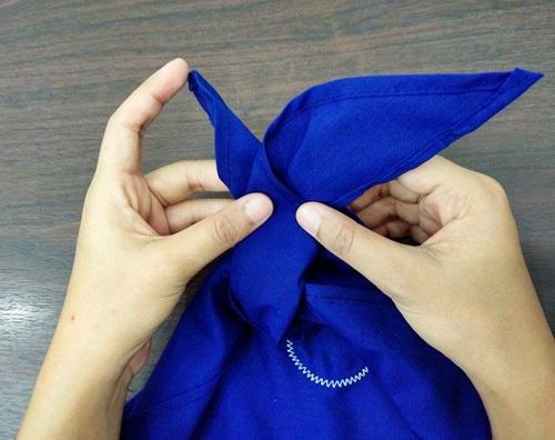 4 ขั้นตอน การผูกผ้าพันคอ ยุวกาชาด (แบบถูกต้อง) 8