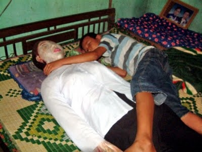 หนุ่มเวียดนามนอนกับ ศพเมีย กว่า 5 ปี