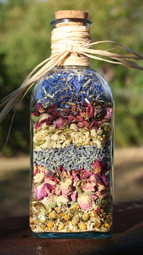 ดอกไม้แห้งในขวดแก้ว