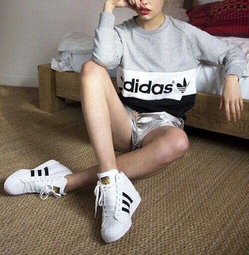 แฟชั่นรองเท้าผ้าใบอาดิดาส (3)