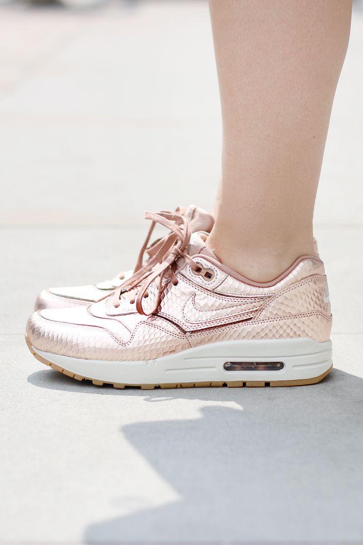 รวมแฟชั่นรองเท้า Nike