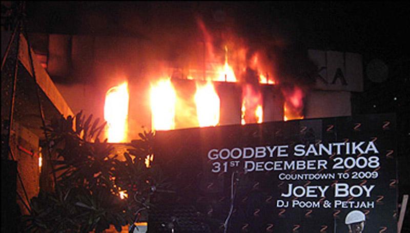 ข่าว ผับซานติกา ลางบอกเหตุ ไฟไหม้