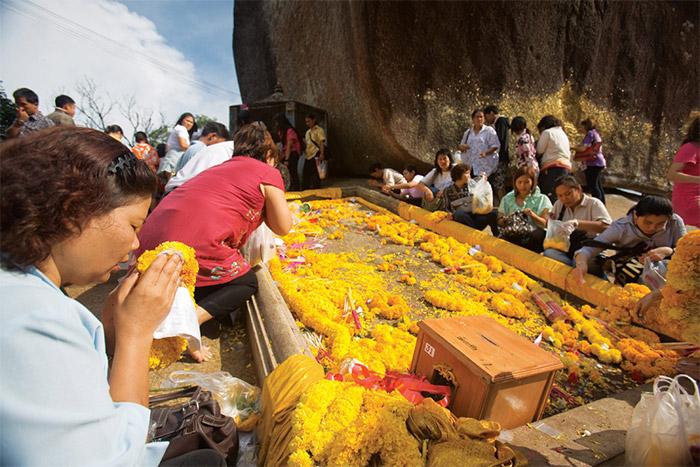 นมัสการรอยพระบาทพลวง เขาคิชฌกูฏ จ.จันทบุรี