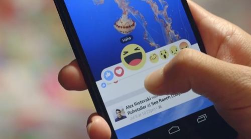 ปุ่มกดไลค์อิโมติคอน บน Facebook
