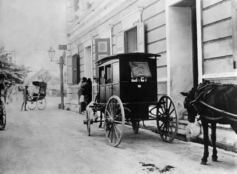 กรุงเทพฯ พ.ศ. 2453 จะเห็นรถม้า และรถลาก