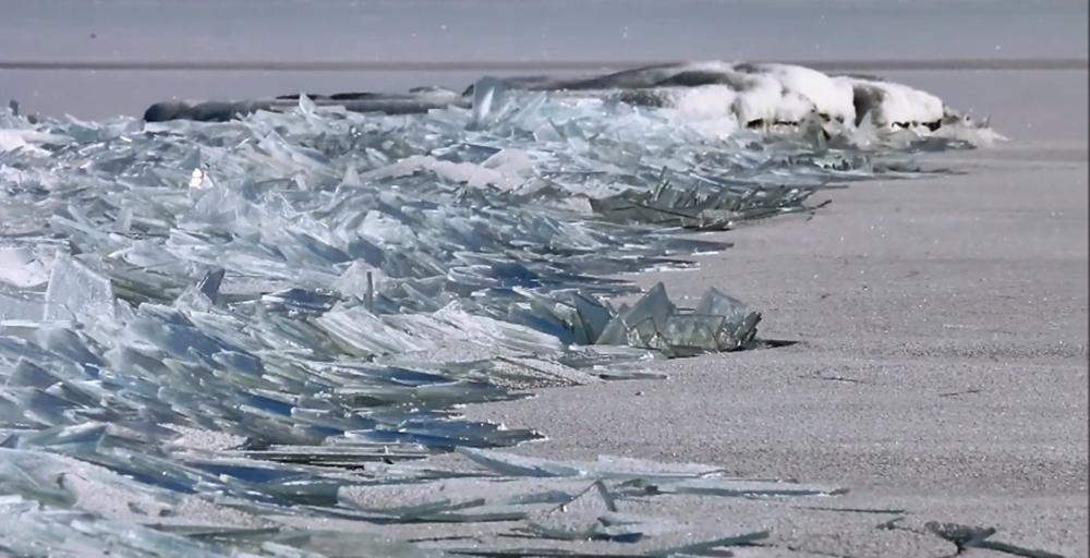Lake Superior Ice Stacking หรือ 'ปรากฏการณ์น้ำแข็งซ้อน'
