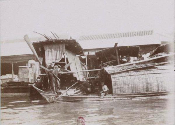 บ้านเรือในแม่น้ำเจ้าพระยา กรุงเทพฯ พ.ศ. 2437
