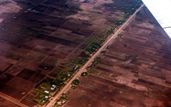 ภาพถ่ายปี 2511 จากเครื่องบินโดยสารก่อนจะร่อนลงจอดที่ดอนเมือง...เห็นแนวคลองรังสิต