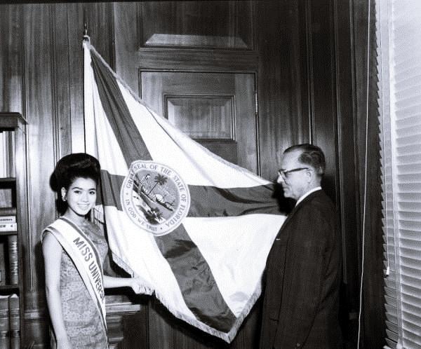 อาภัสรานางงามจักรวาลคนแรกของไทยเมื่อปีค.ศ.1965