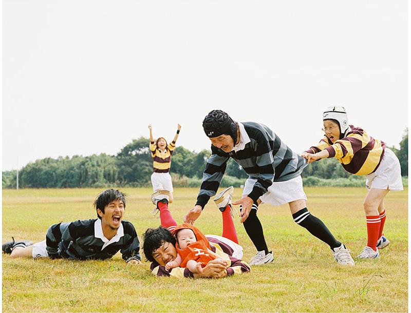 ไอเดียสุดสร้างสรรค์! รูปถ่ายครอบครัวแนวใหม่ โดยช่างภาพชาวญี่ปุ่น (12)