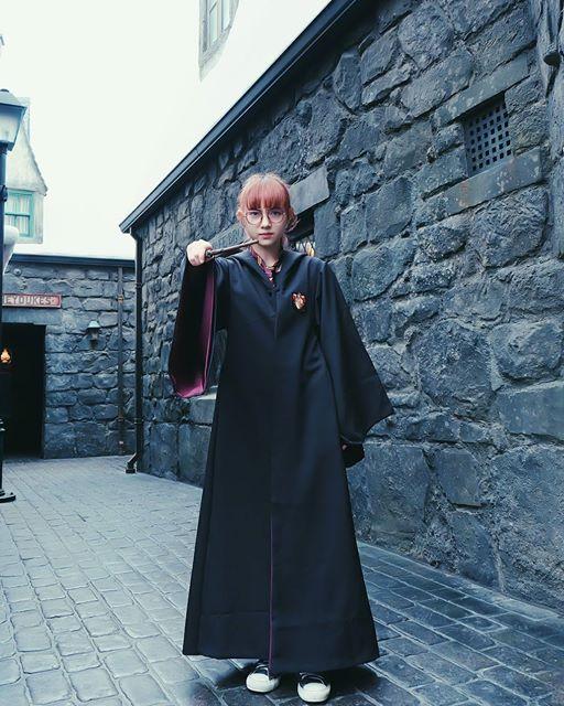น่ารัก! พลอยชมพู ในลุคแม่มดสาววัยใส ใส่ชุดคลุม แฮรี่ พอตเตอร์ (1)