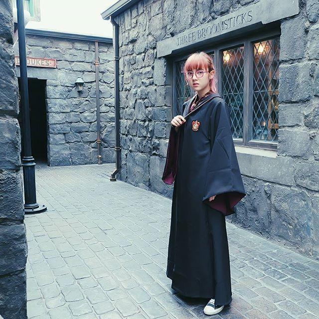น่ารัก! พลอยชมพู ในลุคแม่มดสาววัยใส ใส่ชุดคลุม แฮรี่ พอตเตอร์ (5)