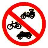 ห้ามรถจักรยาน รถสามล้อ รถจักรยานยนต์ ผ่านเข้าไปในเขตทางที่ติดตั้งป้าย