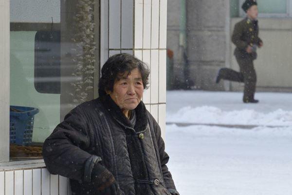 เผยภาพถ่าย! ชีวิตประจำวันของ ชาวเกาหลีเหนือ (11)