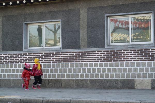 เผยภาพถ่าย! ชีวิตประจำวันของ ชาวเกาหลีเหนือ (9)