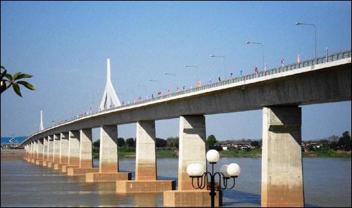 สะพานมิตรภาพไทย-ลาว แห่งที่ 4 บึงกาฬกับเมืองปากซัน