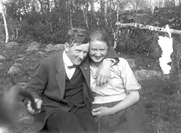 การถ่ายรูปโดยใช้ไม้เซลฟี่ เมื่อ 80 กว่าปีก่อน