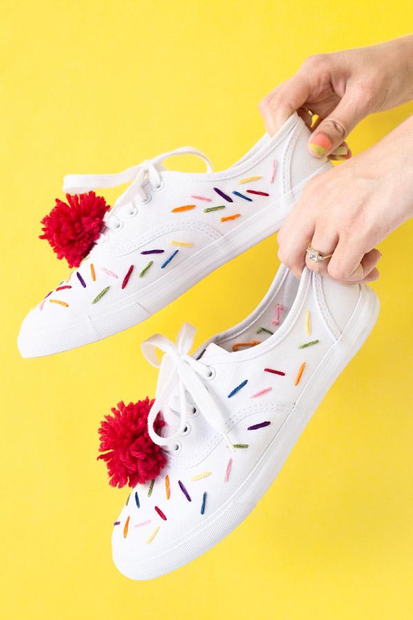 DIY รองเท้าให้น่ารัก มีคู่เดียวในโลก ทำใส่เองไม่เหมือนใคร