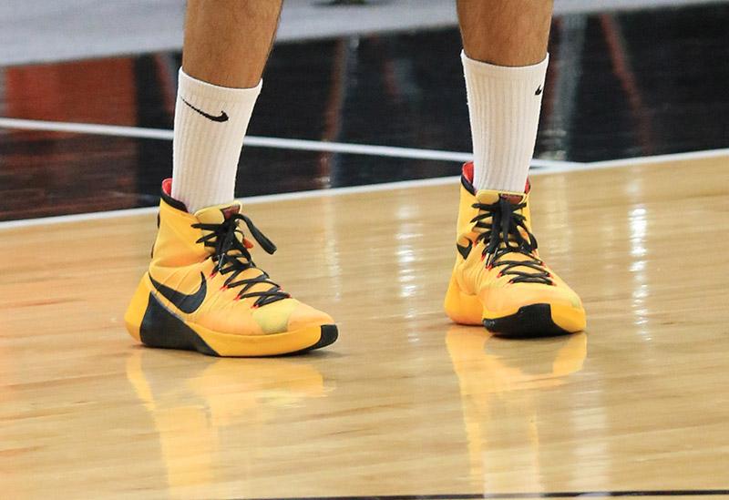shoes รองเท้า รองเท้ากีฬา รองเท้าบาสเกตบอล
