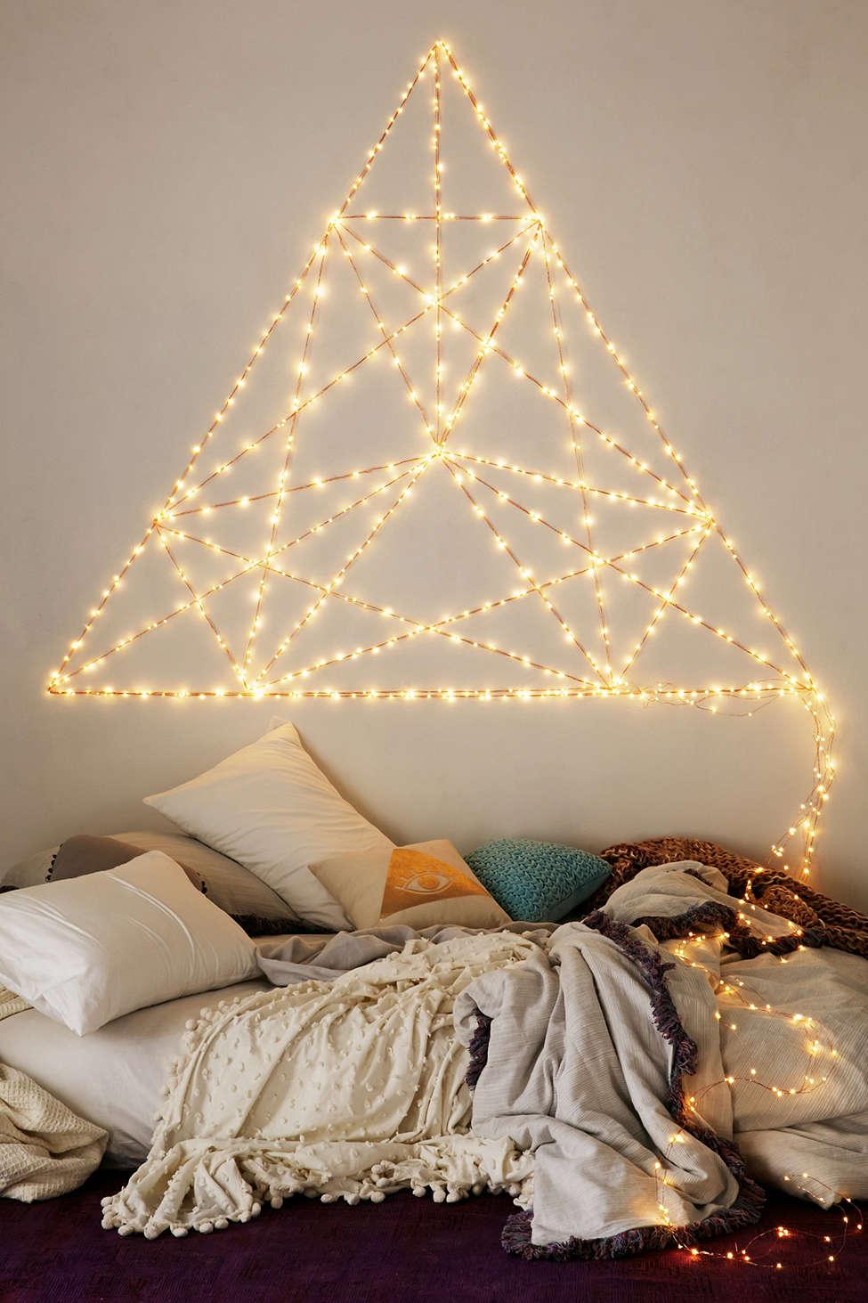 แต่งห้องนอนให้สวยโรแมนติก ด้วยไฟดวงเล็กๆ