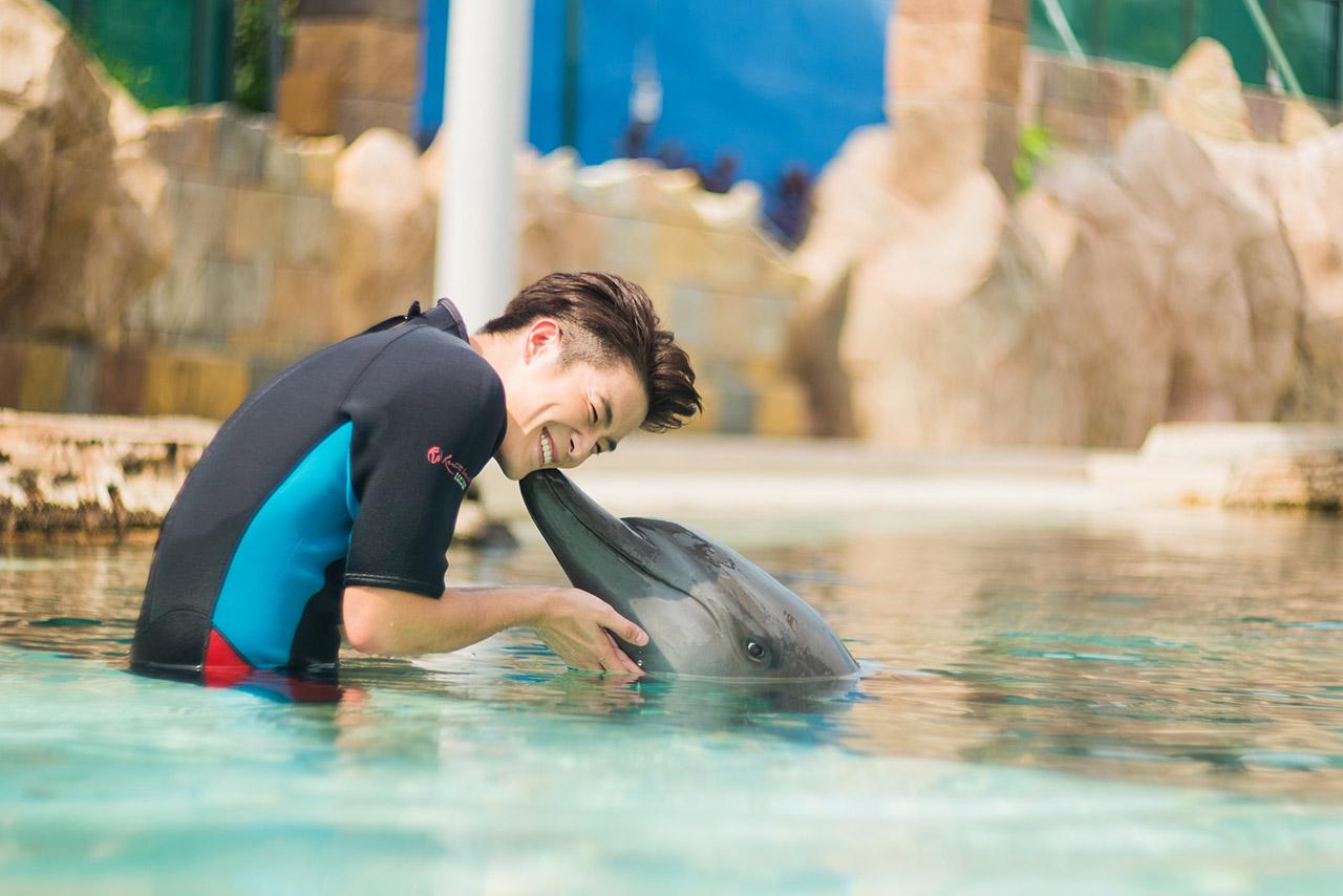 Alek-with-Dolphin