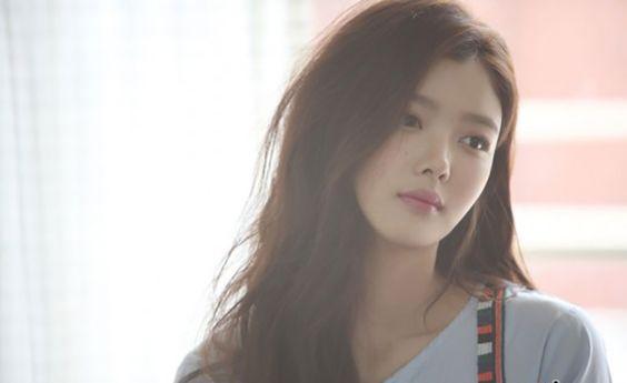 Kim Yoo Jung (25)