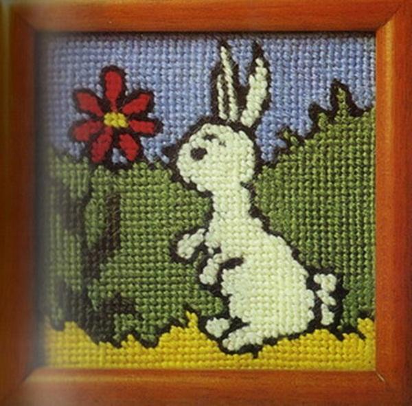 ผ้าปักรูปกระต่าย ถวายพระบาทสมเด็จพระเจ้าอยู่หัว (ปีเถาะ เป็นปีที่รัชกาลที่ 9 ทรงพระราชสมภพ)