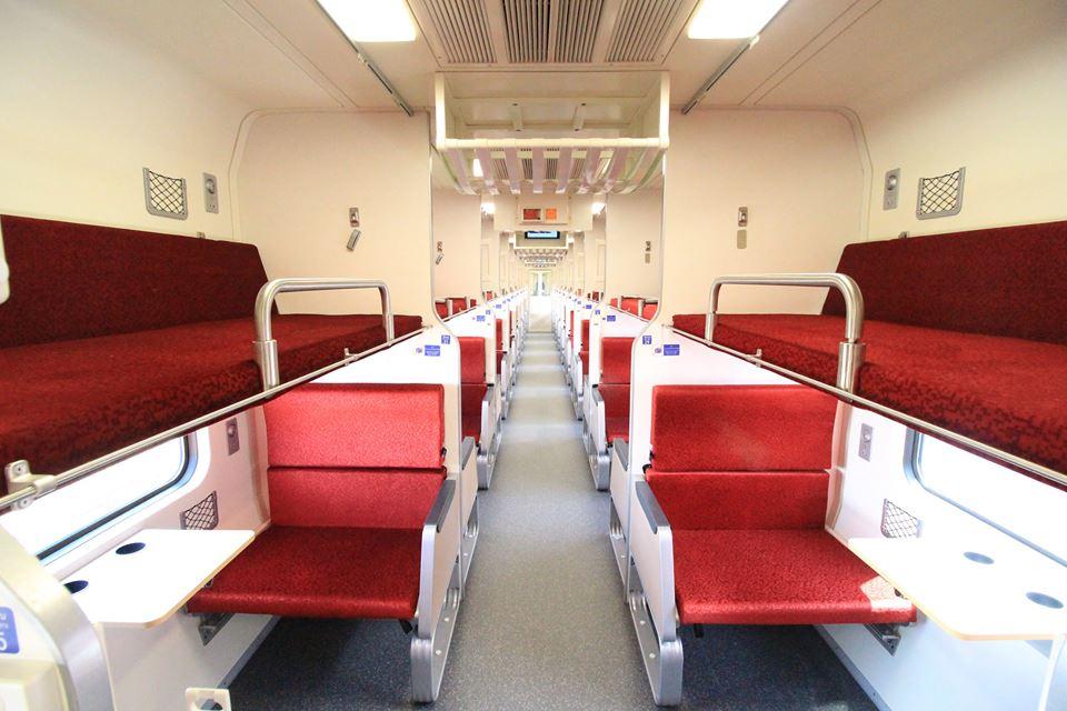 การเดินทาง ท่องเที่ยว รถไฟ รถไฟรุ่นใหม่