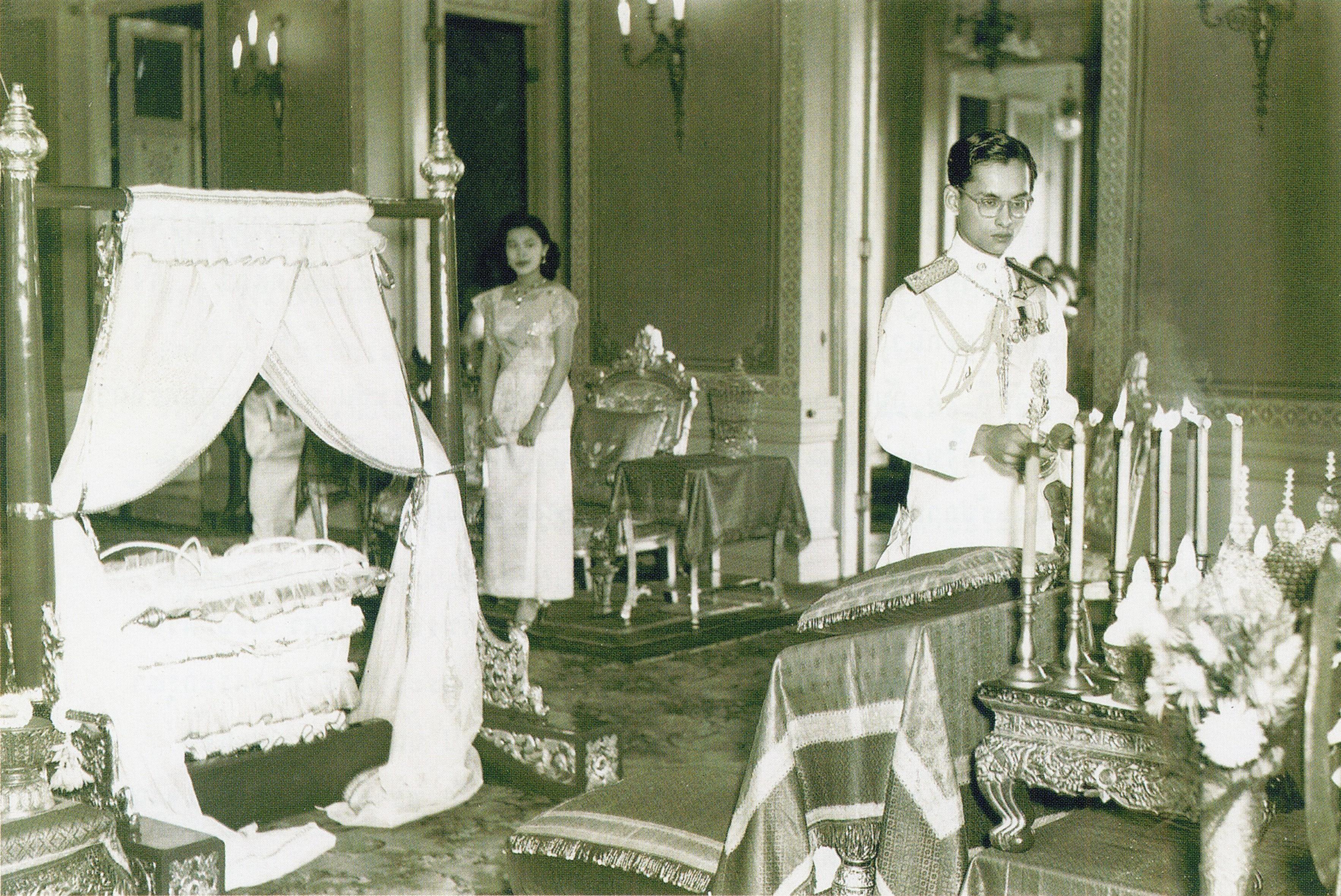 บทเพลงสรรเสริญพระเจ้าอยู่หัว พระมหากษัตริย์ไทย พระราชพิธีสมโภชเดือน ภาพประวัติศาสตร์ ภาพหาดูยาก ราชวงศ์ ในหลวงรัชกาลที่ 10 ในหลวงรัชกาลที่ 9
