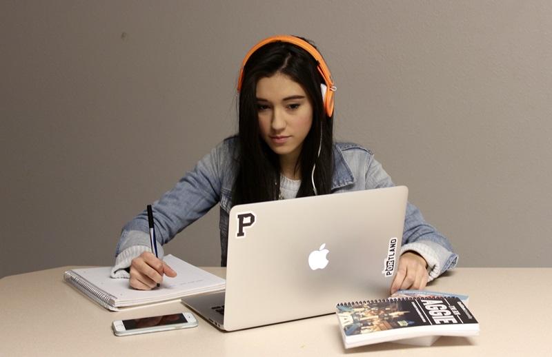 ฟังเพลง เคล็ดลับดีๆ เรียนภาษาอังกฤษ