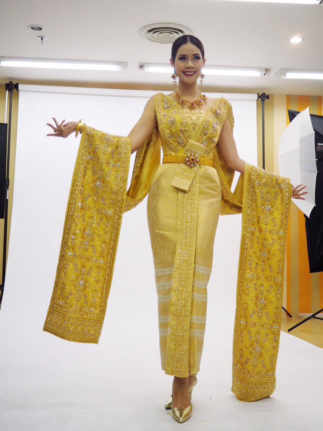 ชุดประจำชาติ ชุดไทยประยุกต์สีทอง
