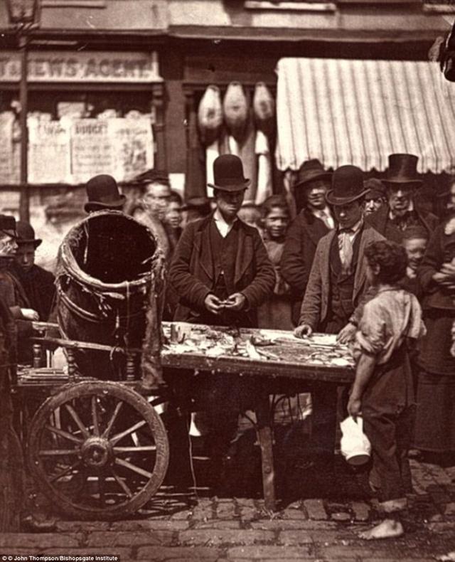 การค้าขายปลาราคาถูกที่ St Giles