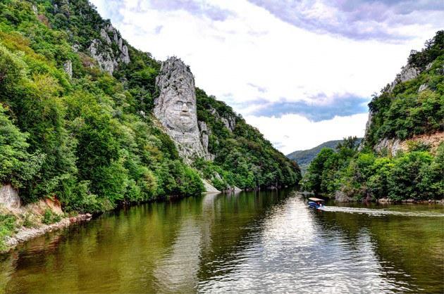 14. Decebal ชมภาพสายแม่น้ำสวยสงบ