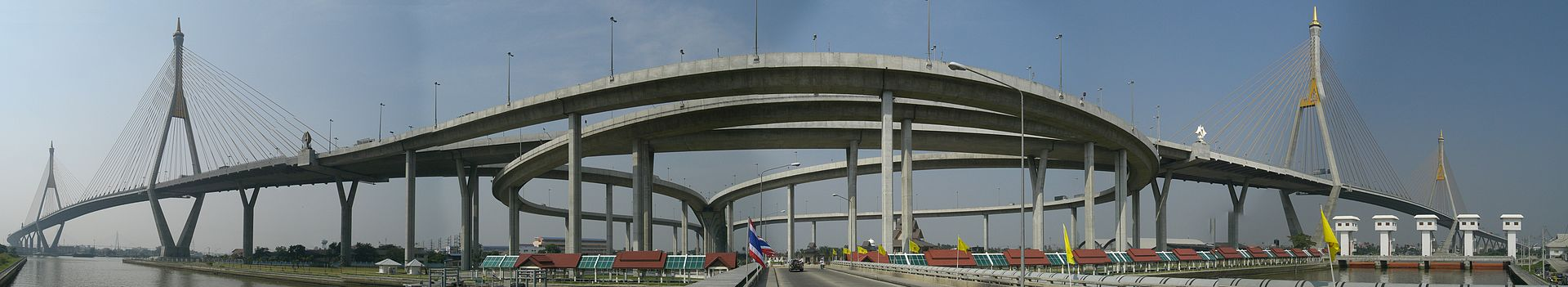 Bhumibol_Bridge_1+2panorama