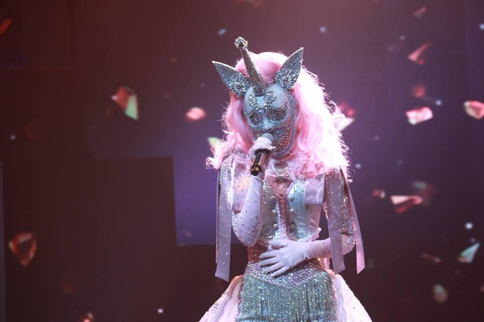 """เฉลยแล้ว!! """"หน้ากากโพนี่"""" THE MASK SINGER ที่แท้เป็นนักร้องสาวคนนี้"""