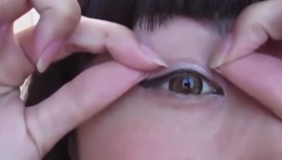 3. สก็อตเทป ช่วยให้เรามีตาสองชั้นได้