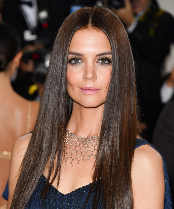 NEW YORK, NY - MAY 02: Actress Katie Holmes attends the 'Manus x Machina: Fashion in an Age of Technology' Costume Institute Gala at the Metropolitan Museum of Art on May 2, 2016 in New York City. (Photo by George Pimentel/WireImage)