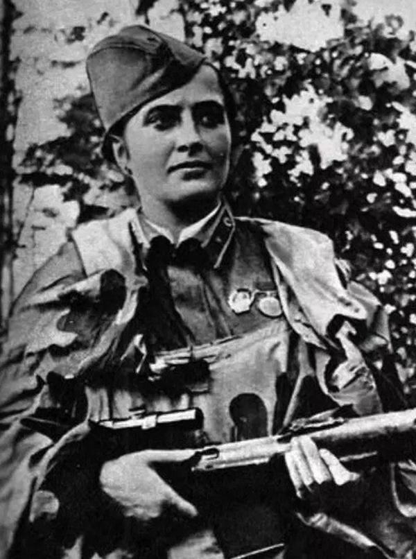 Mariya Oktyabrskaya (4)