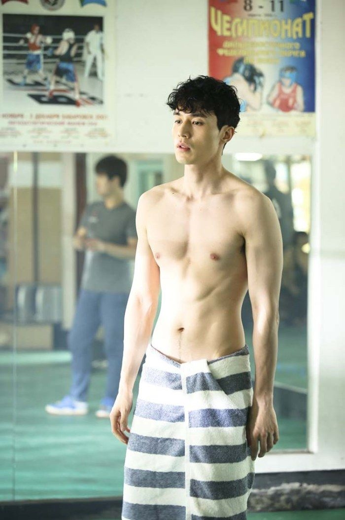 lee dong wook six pack (1)