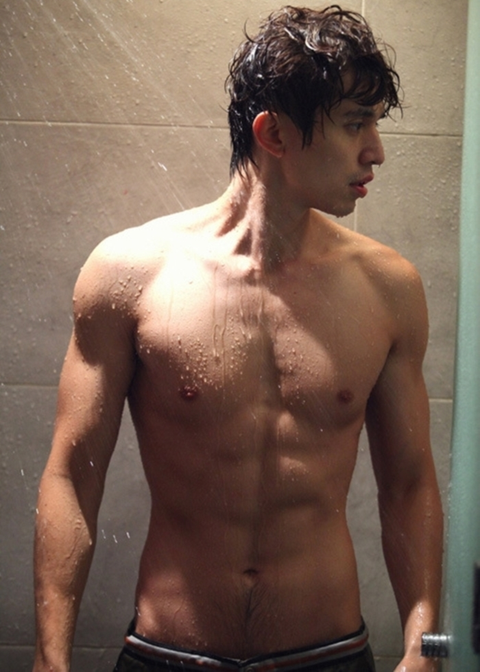 lee dong wook six pack (4)