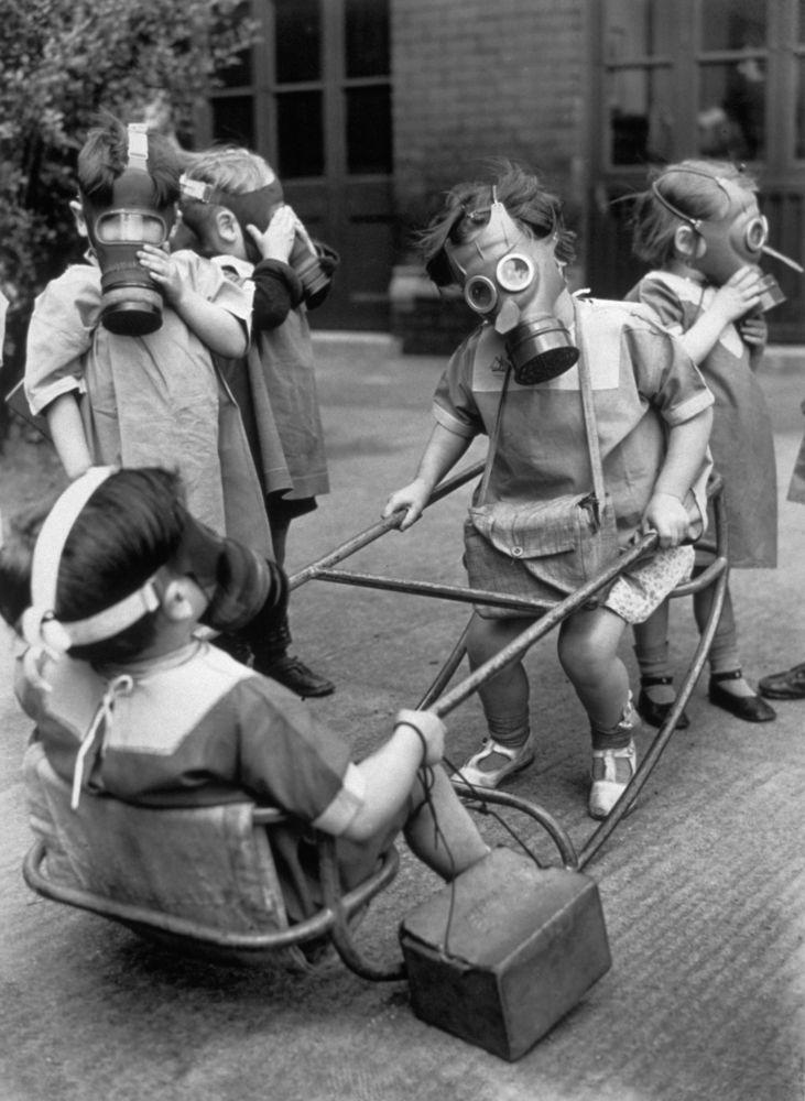 17 ภาพ ที่สะท้อนให้เห็นการเป็นอยู่ของเหล่าเด็กๆ ในช่วงสงคราม