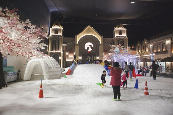 Snow Town Bangkok ซากุระเมืองไทย ศูนย์การค้าเกตเวย์ เอกมัย หิมะเมืองไทย
