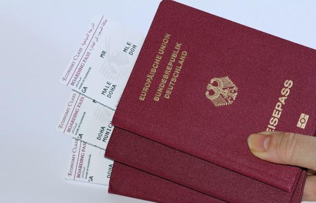 พาสปอร์ตสีเเดง (Red Passport หรือ Burgundy Passport)