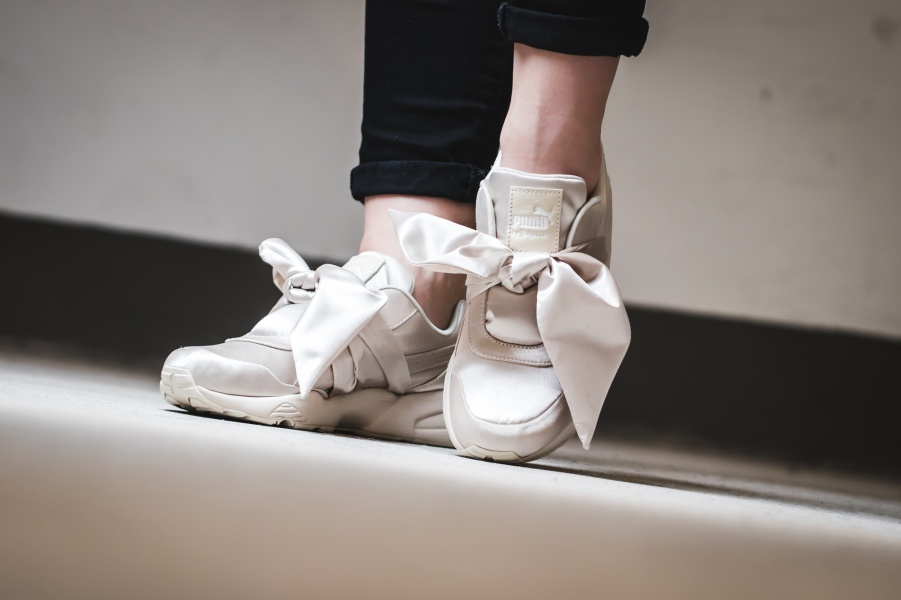รองเท้าผ้าใบ สนีกเกอร์