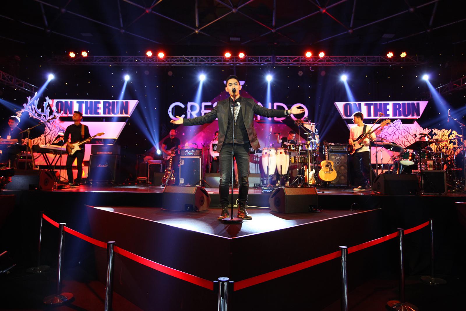 Crescendo Crescendo on the run วงดนตรี