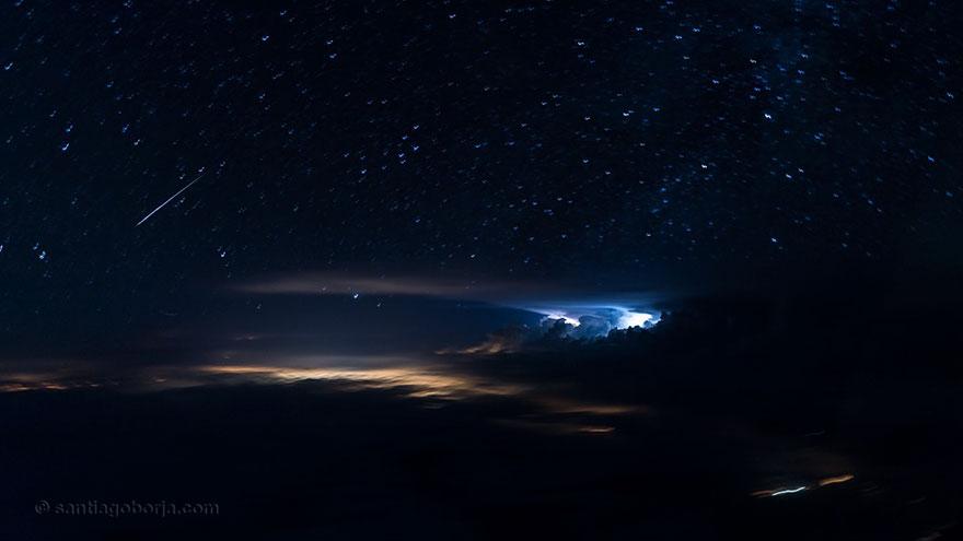 """ปรากฏการณ์ธรรมชาติเหนือน่านฟ้า ที่มองเห็นได้จาก """"ห้องนักบิน"""""""