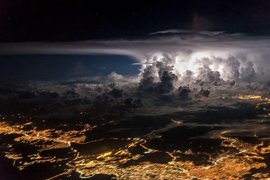 ปรากฏการณ์ธรรมชาติเหนือน่านฟ้า